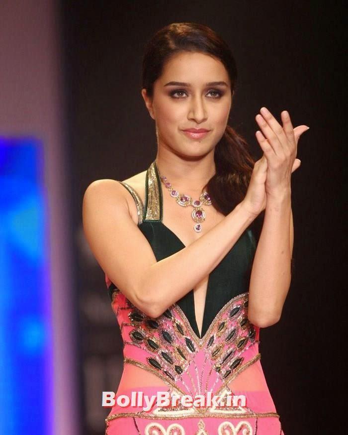 , Shraddha Kapoor Pics of Ramp Walk at IIJW Fashion Show 2014
