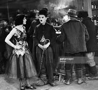 """Чарли Чаплин и Джорджия Хэйл в фильме """"Золотая лихорадка"""" (1925) - 10"""