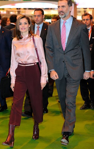 Queen Letizia wore Uterque nappa ankle boots, Queen Letizia Style Adolfo Dominguez Shoulder Bag, Coolook Jewelry gold diamond earrings