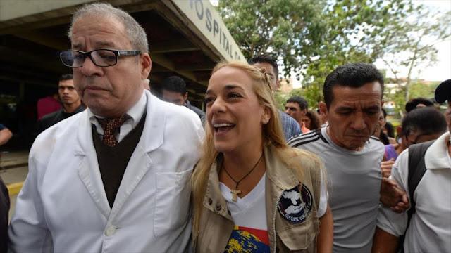 Vídeo: Esposa de opositor Leopoldo López dona medicinas vencidas