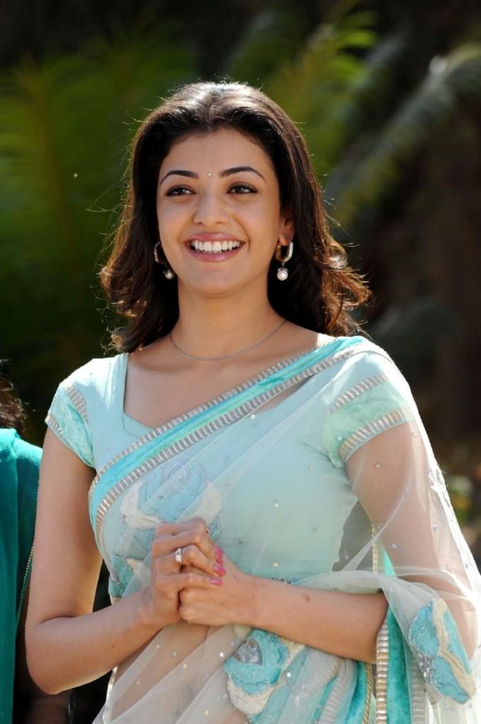 Cine Actresss: Kajal Agarwal Looking Sexy In Saree