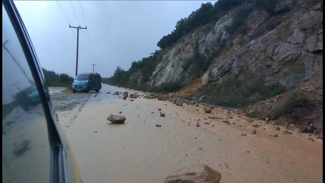 Κακοκαιρία: Kατολισθήσεις από τις ισχυρές βροχές στη Χαλκιδική