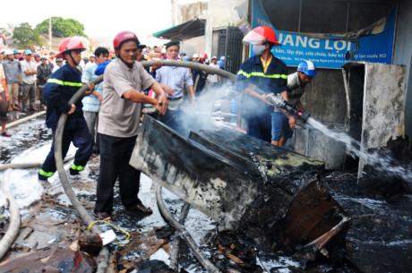 Hỏa hoạn thiêu rụi cửa hàng điện tử lớn nhất Quảng Ngãi