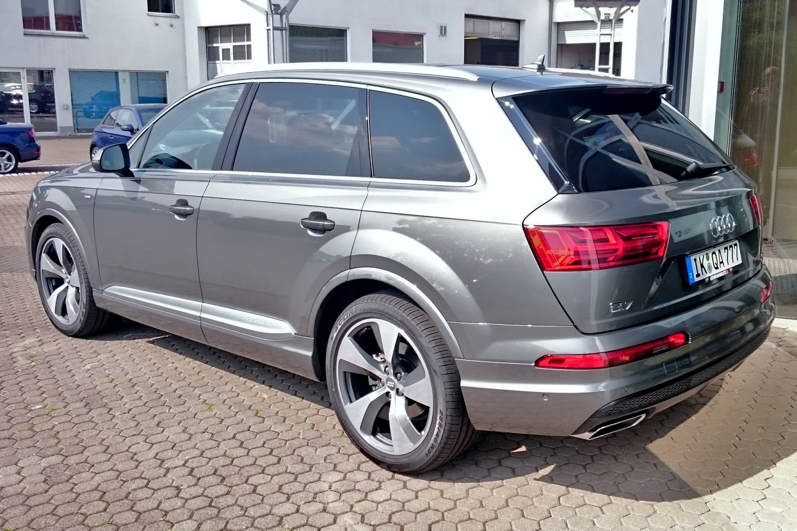 about that car india all new next gen audi q7. Black Bedroom Furniture Sets. Home Design Ideas