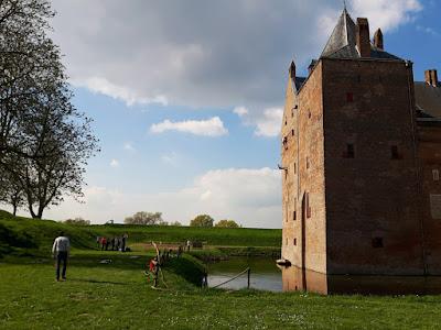 Abseielen van kasteel gevel, Slot Loevestein