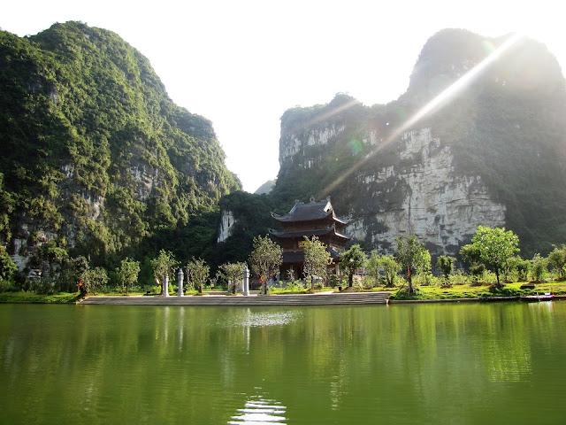trinh temple trang an ninh binh vietnam