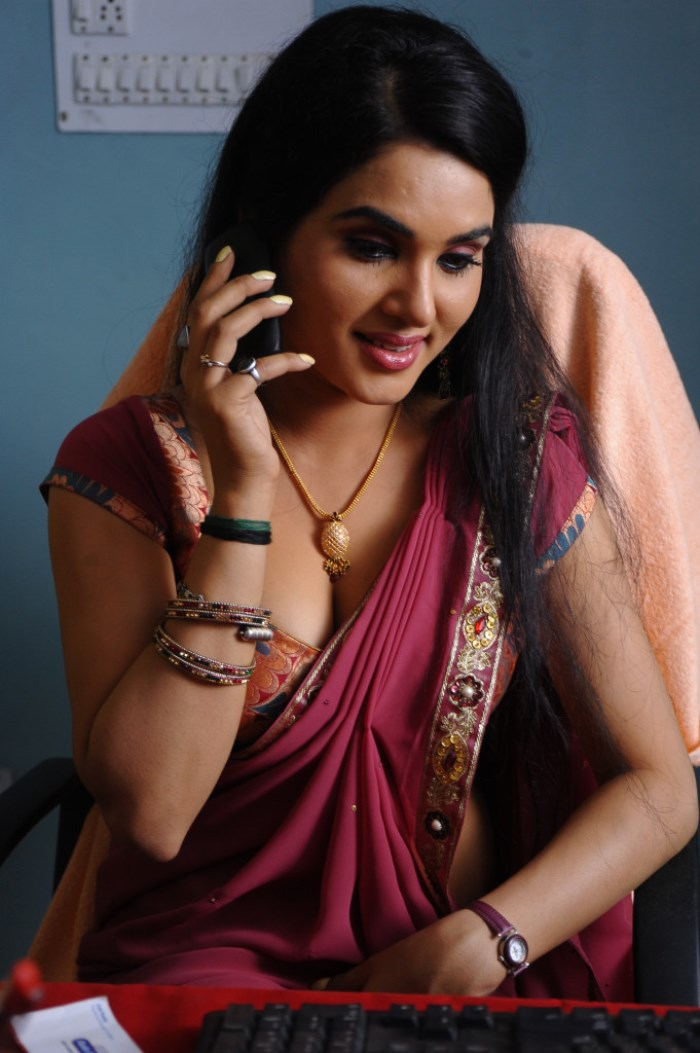 Kavya Singh In Saree Latest Photos - Sabwoodcom-9986