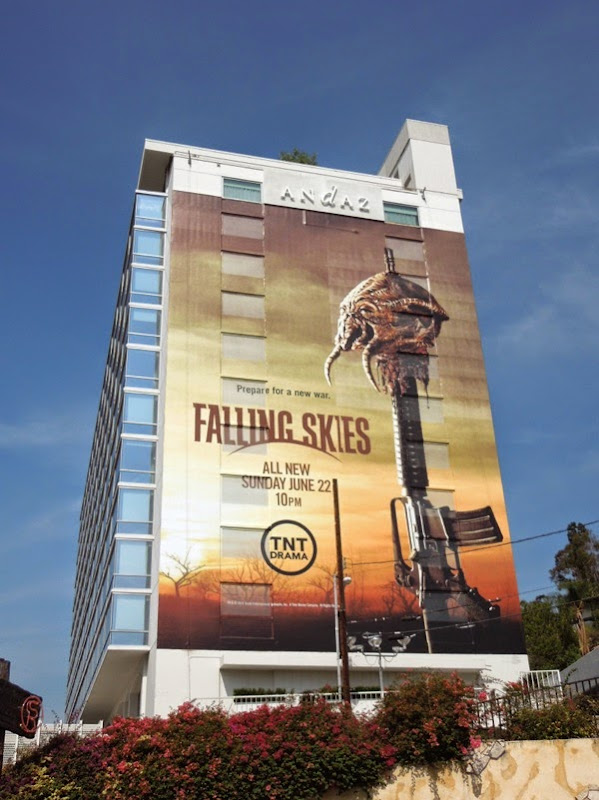 Giant Falling Skies season 4 TNT billboard