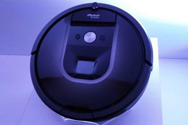 O robô de limpeza iRobot permite agendamento da limpeza via smartphone e controle remoto