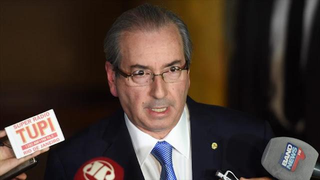 Dimite jefe de diputados que abrió impeachment contra Rousseff