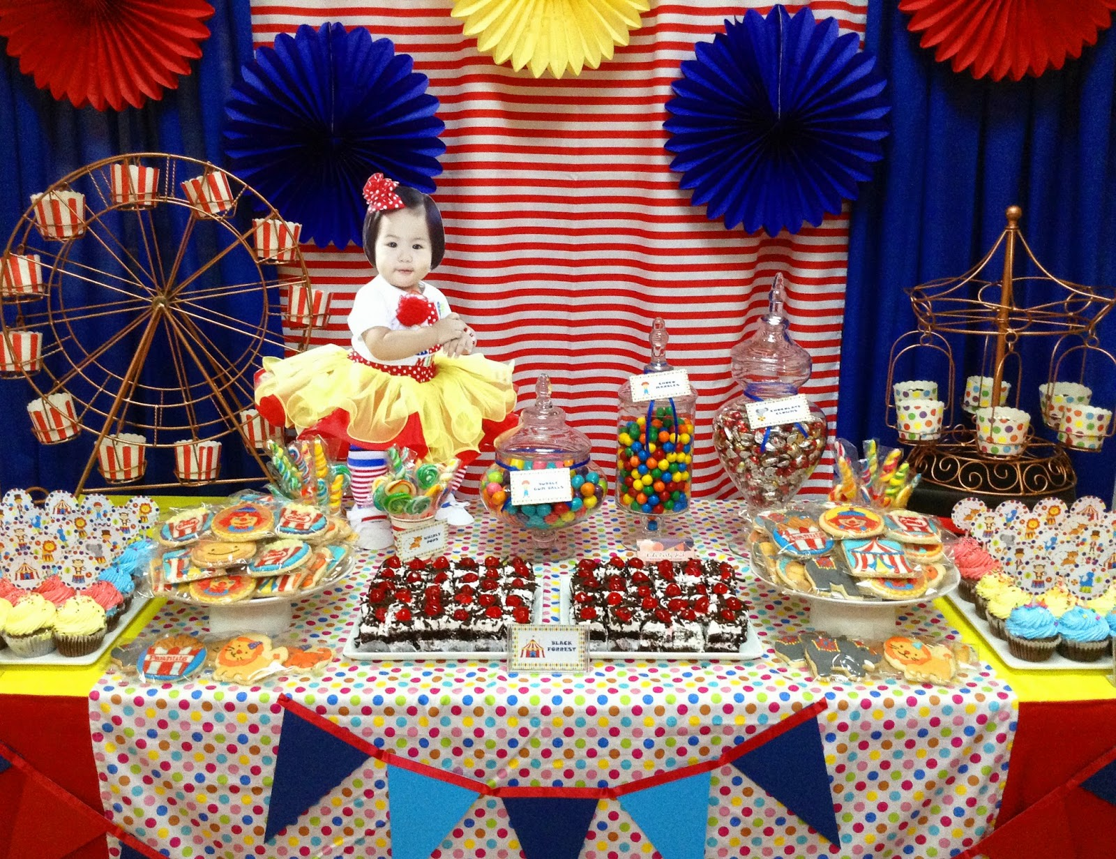 Carnival Decorations Canada