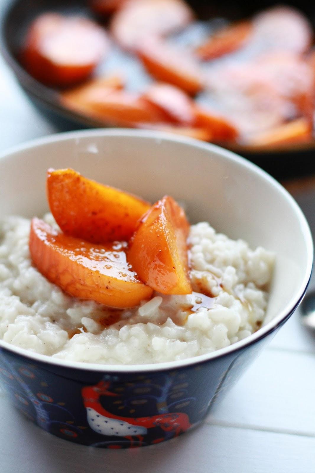 kookosriisipuuro karamellisoidut persimonit ruoka resepti mallaspulla