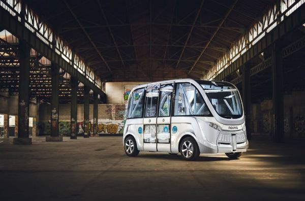 أول حادثة للحافلة ذاتية القيادة لشركة Navya