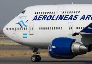 Será para 36 destinos locales, según un acuerdo que firmaron la aerolínea estatal, la ANSES y el Ministerio de Turismo.