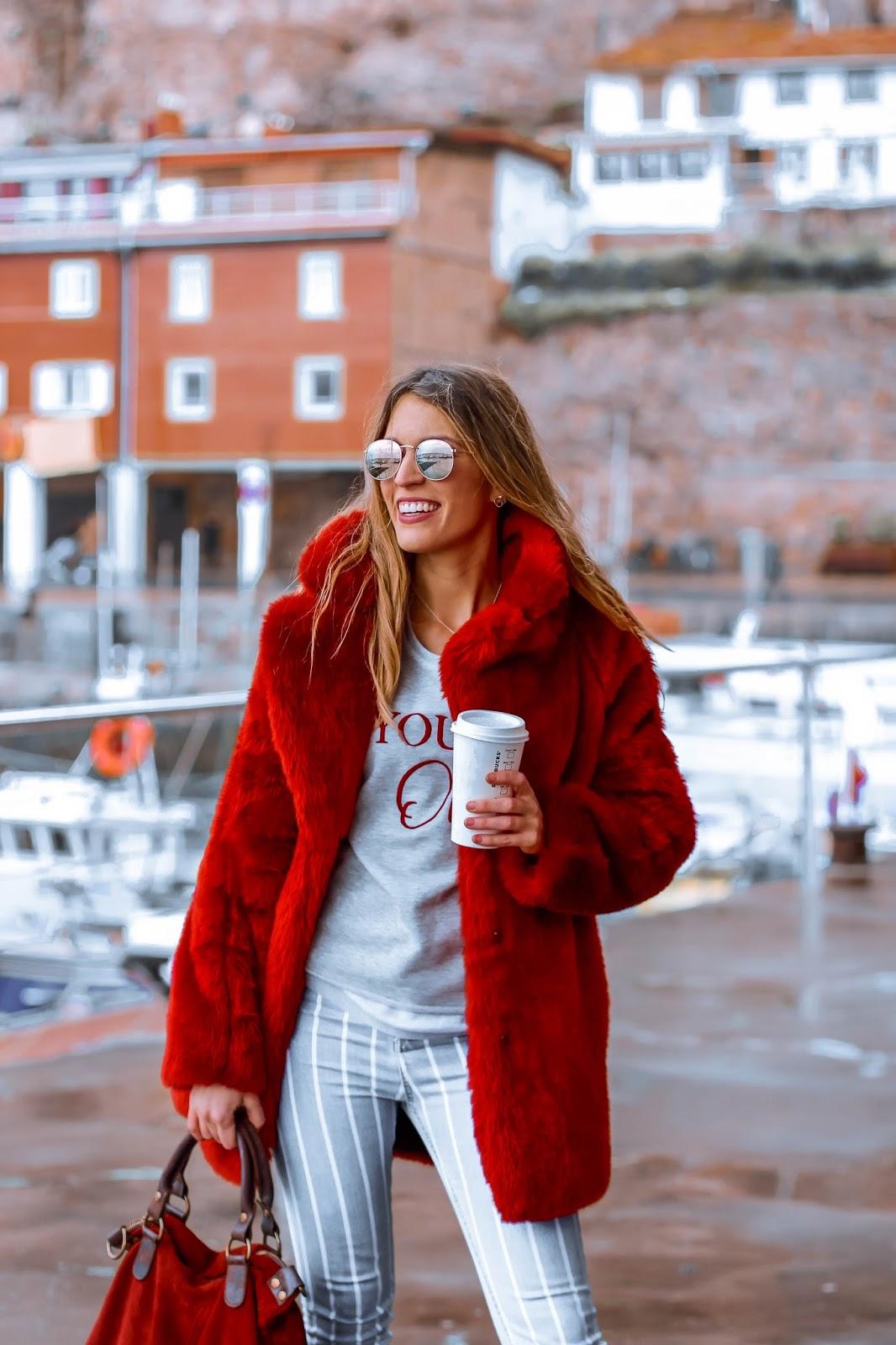 abrigo peluche rojo