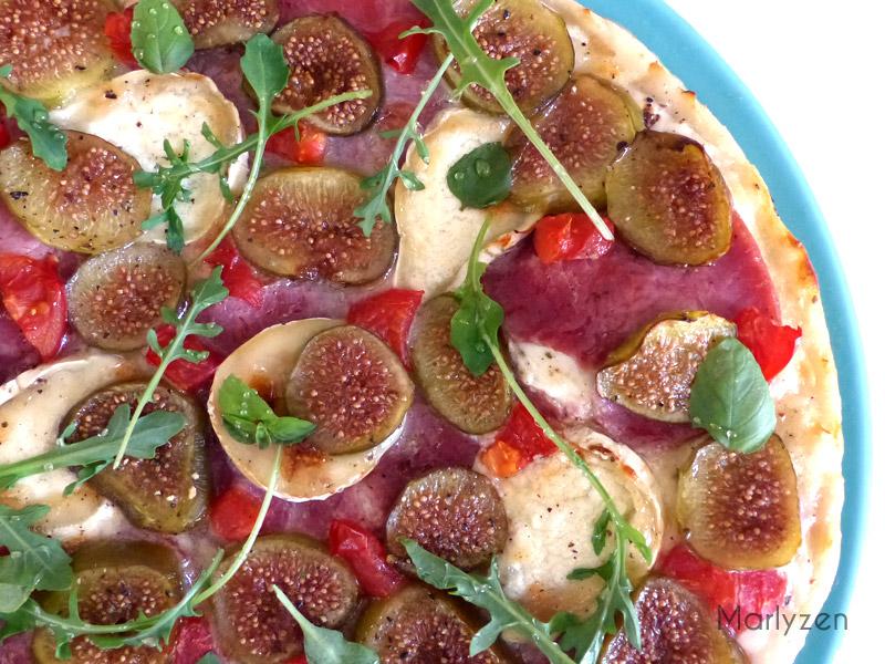 Pizza au chèvre, bacon et figues fraîches