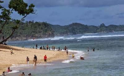 Berwisata di Pantai