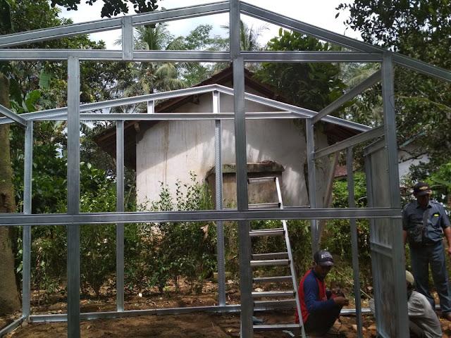 Proses pembaikan rumah nenek Ria Proses pembaikan rumah nenek Ria tahap 1