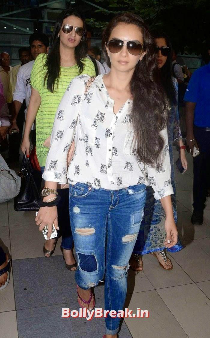 Seema Sachdev Khan, Bollywood Celebs at Airport to Attend Arpita Khan's Wedding