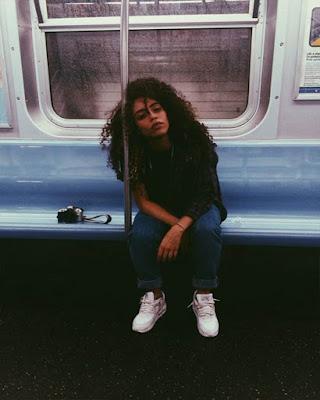 foto tumblr sentada en metro