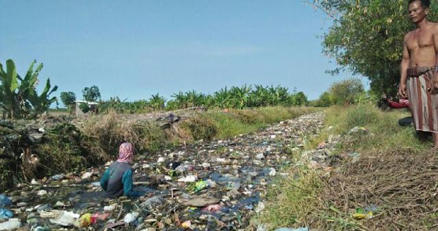 Afin: Saluran Air di Rawa Buaya Banyak Sampah, Rusak dan Bau Menyengat