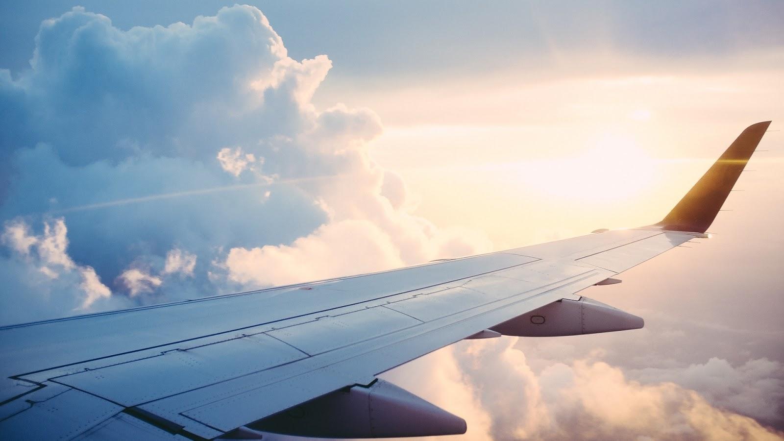 10 kosmetyków do zabrania na wakacje! Jakie kosmetyki spakować do samolotu? Moja urlopowa kosmetyczka.