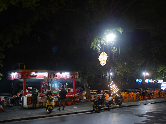 """Friday """"星期五"""" roasted fish outdoor riverside outdoor eatery in Jiangmen at night"""