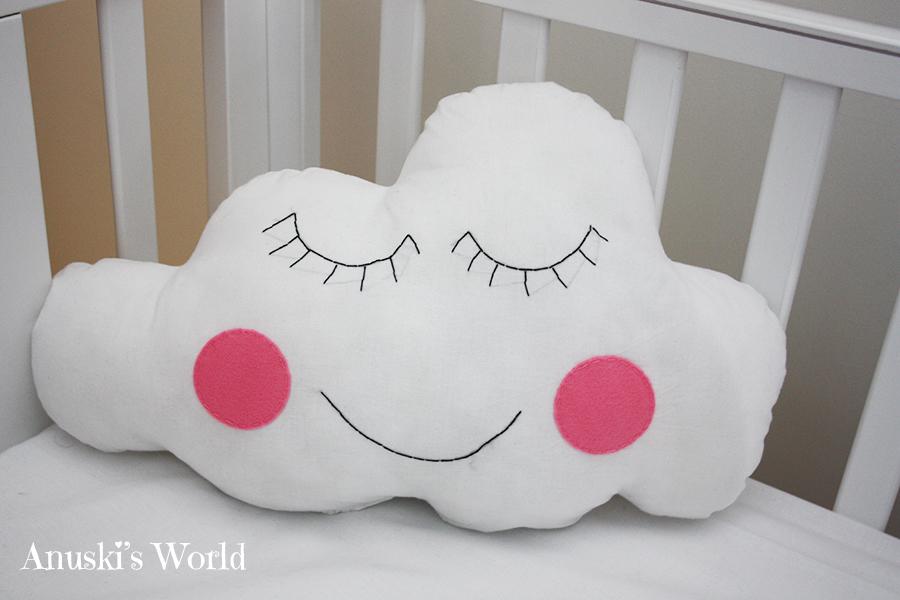 Y para la nube decid hacerla con una carita muy sonriente qu os parecen - Cojines de nubes ...