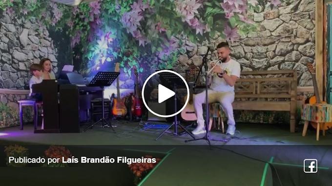 JOSUÉ TOCANDO PIANO NO FESTIVAL NO QUINTAL - 27/10/2019 - acompanhados pela mamãe Laís, papai Julinho e professor Vinícius!  Pantera cor de rosa - arranjo de Pedro de Alcântara.