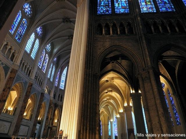 Interior Catedral de Chartres, Francia