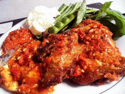 Masakan Ayam Penyet Goreng Sambal Enak Pedas