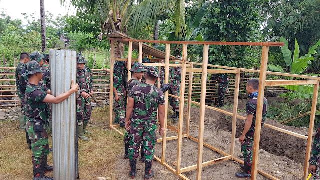 Prajurit TNI Bangun MCK Darurat Untuk Korban Gempa Palu, Ini Kata Warga