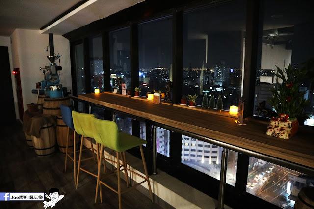 IMG 4686 - 熱血採訪│凱度高空咖啡館,隱藏在高樓大廈裡的夜景咖啡,百元有找,談生意、約會好地方