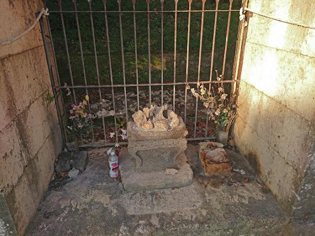 ナスの御嶽の香炉の写真