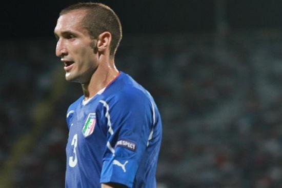 Giorgio Chiellini chơi rất chắc chắn ở vị trí trung vệ.