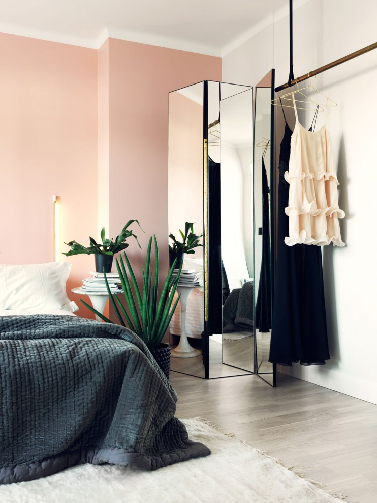 Love the pink wall in this simple and chic bedroom- design addict mom