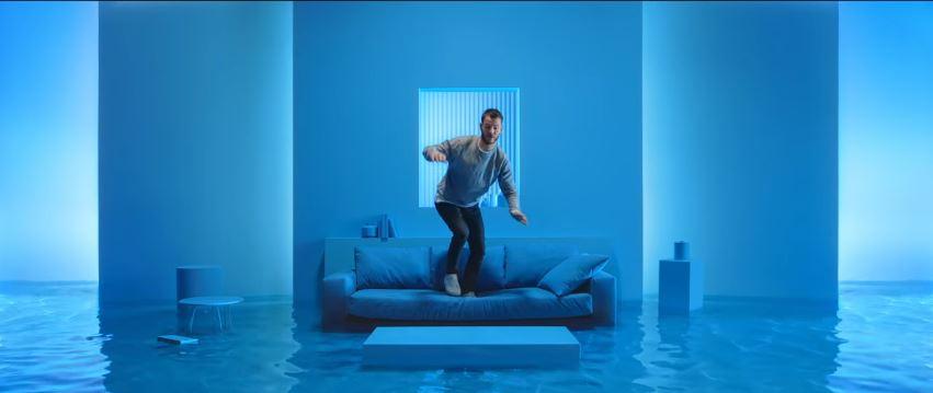 Testimonial Enel Energia pubblicità con acqua e sub con Foto - Spot Pubblicitario Enel Energia 2016