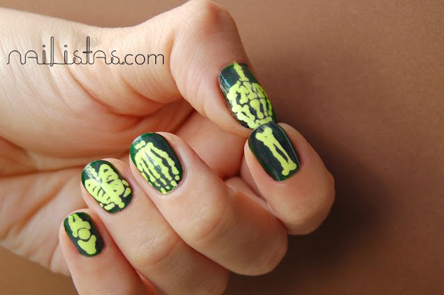 Manicura de Halloween de esqueleto neón con el esmalte Neon Yellow 294 de Peggy Sage
