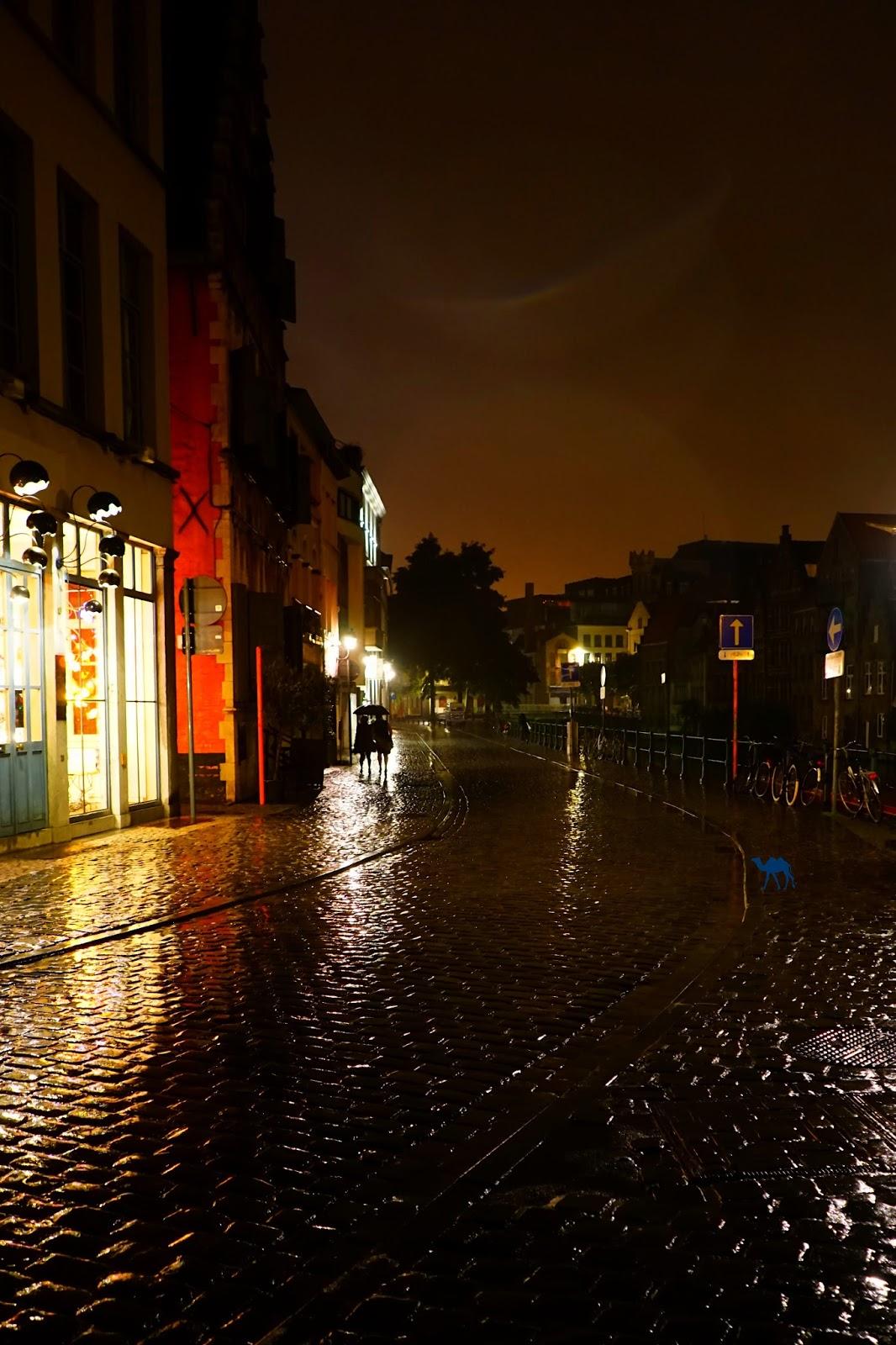 Le Chameau Bleu - Blog Voyage Gand Belgique - Gand Tourisme - Les rues de Gand à la tombée de la nuit Belgique