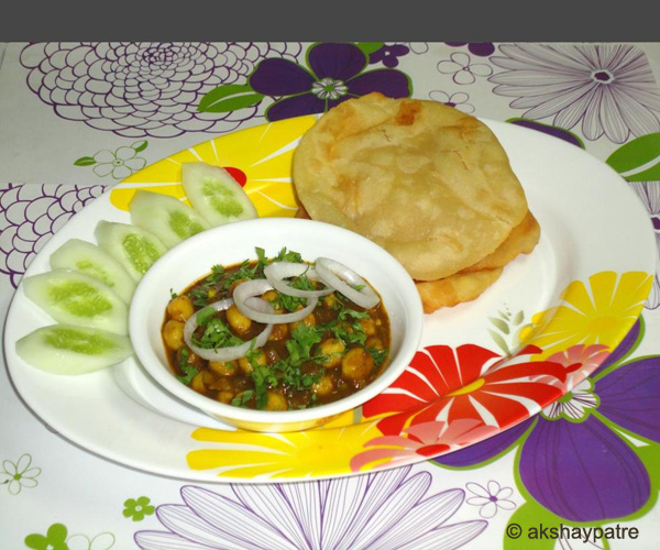 spinach chole in a serving plate