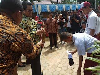 H Mahyuddin Wakil Ketua MPR RI serahkan sumbangan