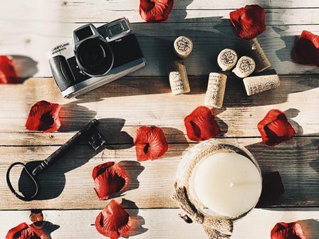 Bodegas Marqués de Vizhoja sigue su apuesta por la fotografía con un San Valentín que captura grandes historias de amor