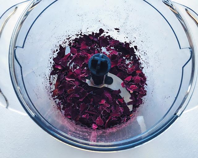 zmiksowane płatki róży