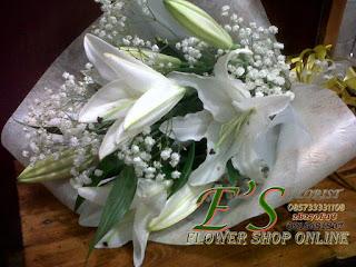 bunga tangan lily stagezer putih