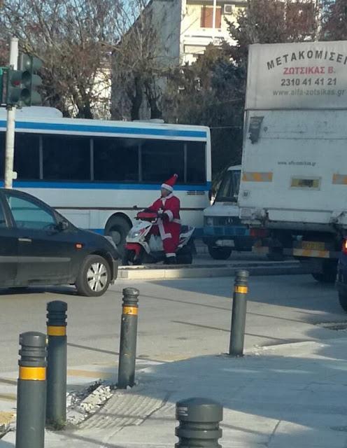 Γιάννενα: Ο Γιορτινός ..Δικυκλιστής Που Τράβηξε Τα Βλέμματα!