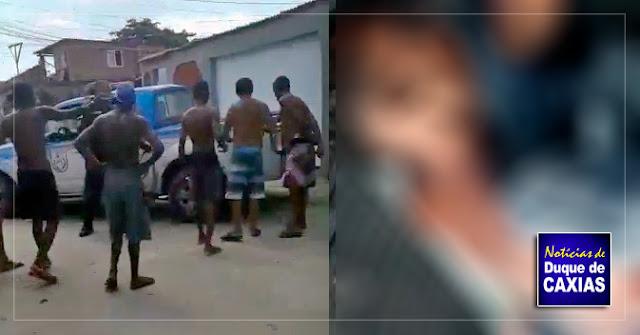 Moradores protestam contra operação da PM que terminou com dois baleados em Duque de Caxias