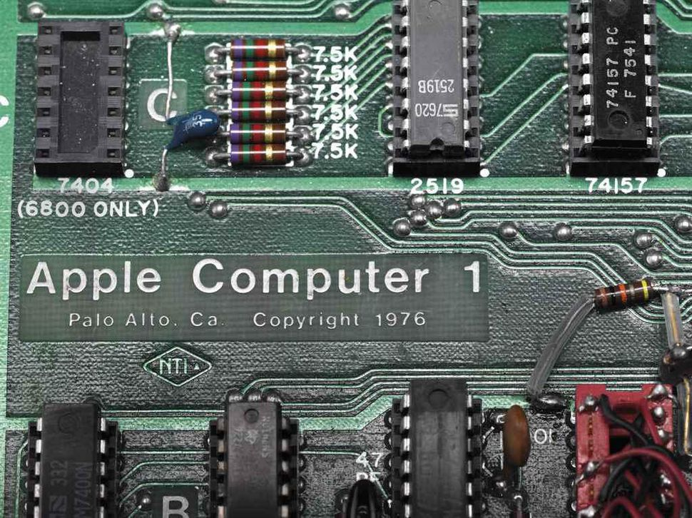 First Apple Computer hand-built by Steve Wozniak and Steve Jobs in 1976 sold for $355,000 - still working