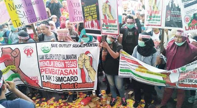Terancam Bangkrut, Pengusaha Konter Demo Tolak Kebijakan Registrasi Kartu Perdana