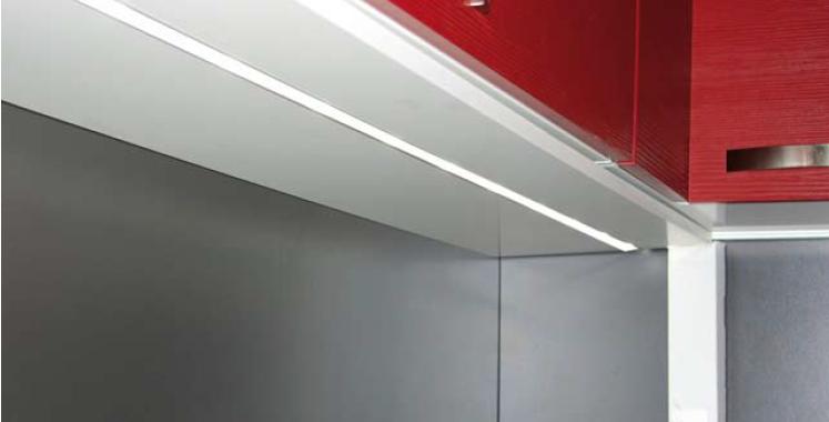 La iluminaci n integrada en la cocina cocinas con estilo - Luces led a pilas para armarios ...