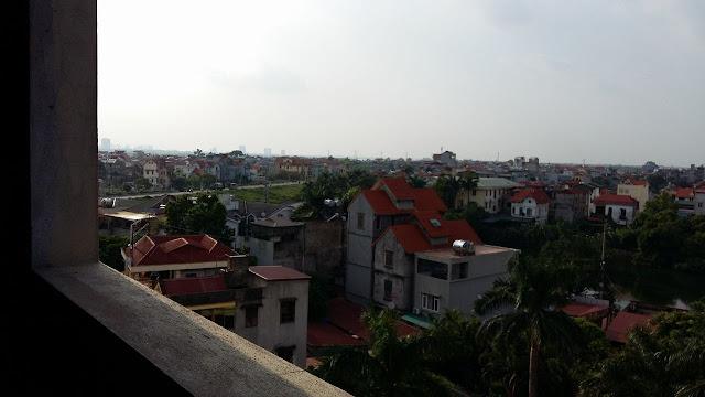 Tam nhin ban cong cua can ho mini Ngoc Thuy